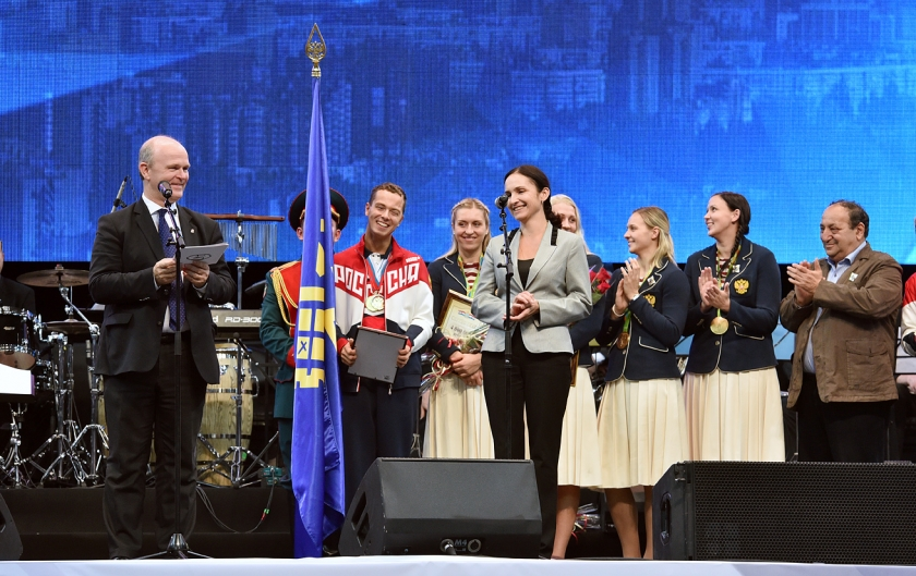 АВТОВАЗ дарит олимпийским чемпионкам Тольятти 4 LADA XRAY!